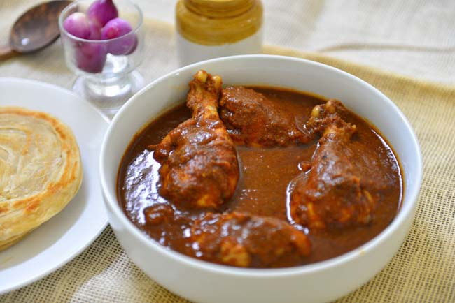 Varutharacha Chicken Curry
